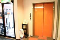 玄関横エレベータ